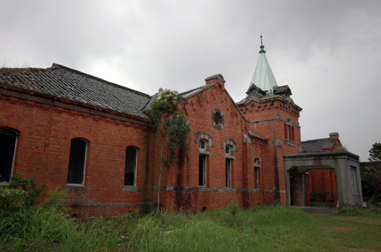 解体直前の庁舎正面外観