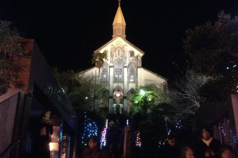 クリスマスのライトアップ。クリスマスイブと信徒発見の日の年2回だけ、ミサが行われている。